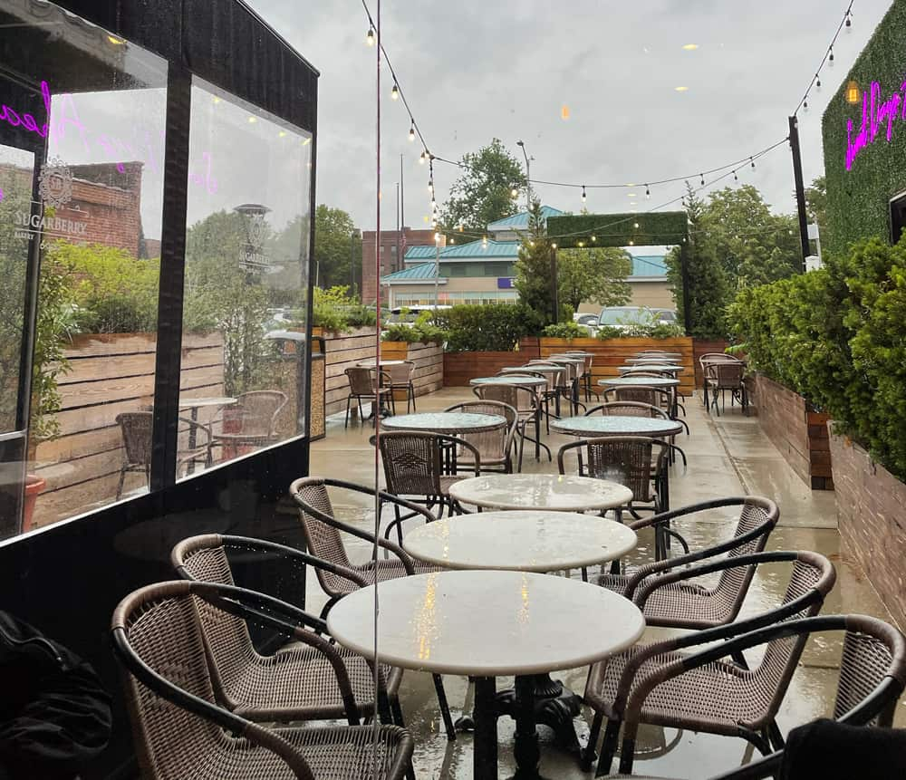 outdoor seating at Sugarberry in Rockville Centre
